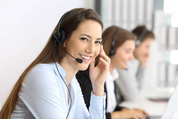 telemarketer-looking-at-you-at-office-picture-id823326476